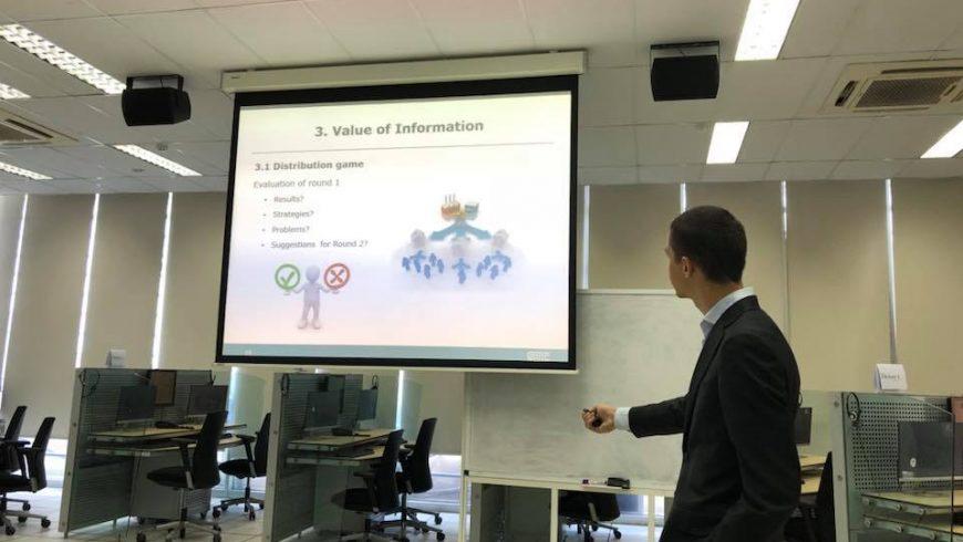 """Đào tạo trên mô phỏng TCS với nội dung """"Distribution Game"""" với chuyên gia đến từ Hà Lan"""