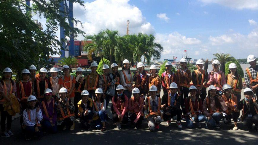 Trường Đại Học Ngân Hàng tham quan Huấn luyện thực tế Cảng Cát Lái tại TANCANG-STC