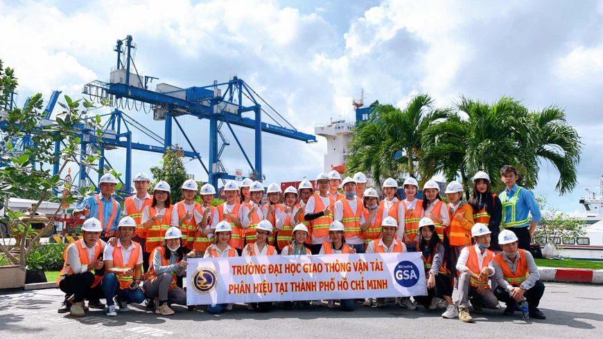 Trường Đại học Giao thông vận tải phân hiệu thành phố Hồ Chí Minh đến tham quan hoạt động của cảng Cát Lái.